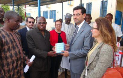 Don de médicaments  par la République de Turquie  aux malades victimes de brulures graves suite à l'explosion d'un camion-citerne survenue la nuit du 6 mai au quartier Aéroport de Niamey